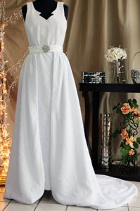 Sleeveless Lace With Removable Train Wedding Dress