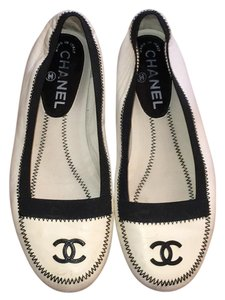 Chanel Off White, Black Flats