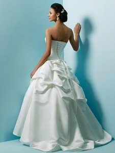 Alfred Angelo Style No. 1645 Wedding Dress