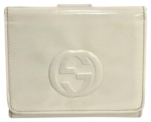 Gucci Gucci trifold white enameled patent leather wallet clutch soho