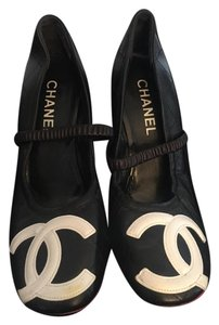 Chanel Cc Logo Classic black with white logos Pumps