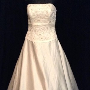 Ivory A Line Wedding Gown Silk Strapless Crystals Beads Embroidered Lace Size 6 Wedding Dress