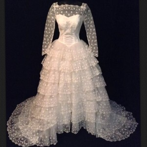 Vintage 50's 60's Ivory Lace Ball Gown Tulle Modest Neckline Long Sleeves Size 2 Wedding Dress
