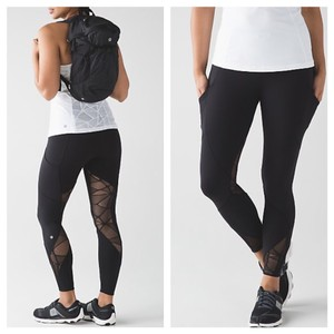 Lululemon NWT Lululemon Sold Out goal crusher 7/8 tight