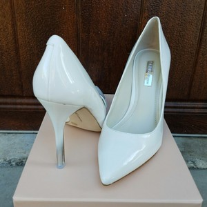 BCBGeneration White Pumps