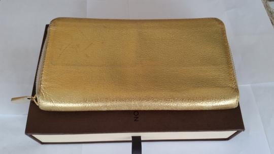 Louis Vuitton Louis Vuitton Suhali Leather Zip Around Wallet