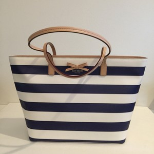 Kate Spade Tote in navy/cream