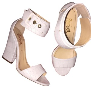 Jerome C. Rousseau white Pumps