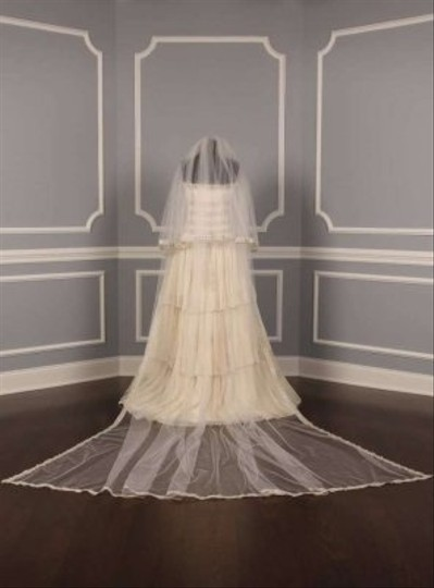 St. Pucchi M9220x Diamond White Semi- Cathedral Length Veil