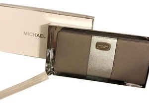 Michael Kors Jet set travel leather continental wallet