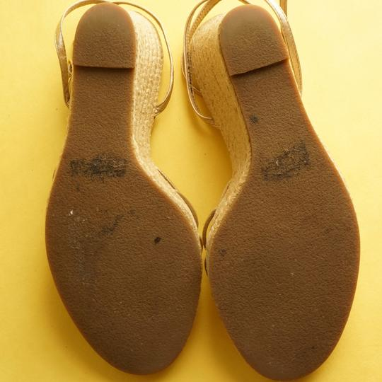 Ann Taylor Summer Comfortable gold Wedges
