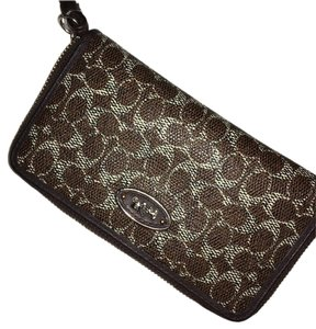 Coach Wristlet in beige and brown