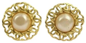 Chanel CC Logo Pearl Clip On Earrings CCJY20 44CCA606