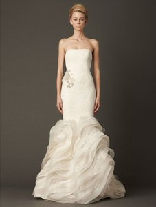 083dc0962b1 Vera Wang Ivory Chantilly Lace Circular Netted Lace and Silk Organza  Lindsey 120413 Formal Wedding Dress
