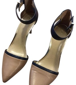 Ann Taylor navy, nude, gold accents Pumps