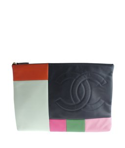 1cf755324899d Chanel Pouches - Up to 70% off at Tradesy