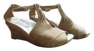Earthies Taupe Khaki Sandals