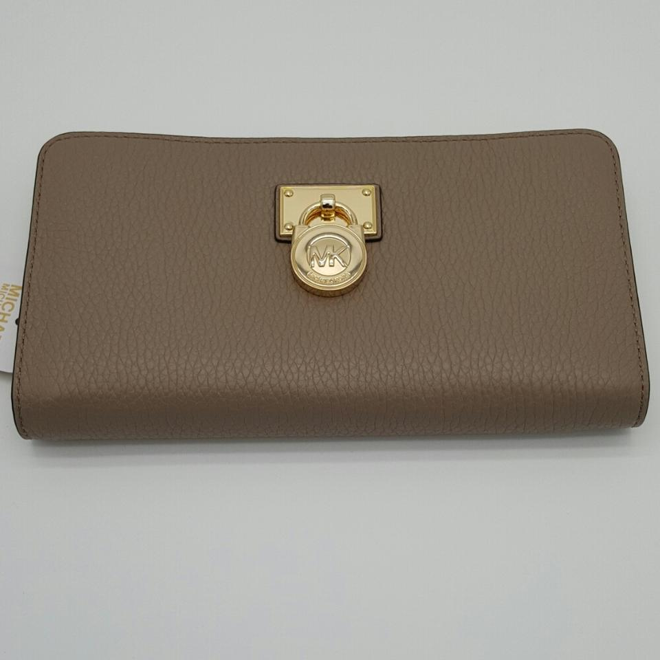 18f1f993c07a75 Michael Kors Michael Kors Hamilton Traveler Large Zip Around Wallet Image 0  ...