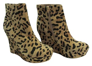 JustFab Brand Nw Size 9.00 M Animal Print Excellent Condition Boots