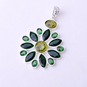 Bold Green Quartz Pendant Free Chain & Shipping