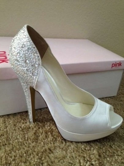 Preload https://item2.tradesy.com/images/paradox-london-pink-white-sparkly-formal-size-us-85-204971-0-0.jpg?width=440&height=440