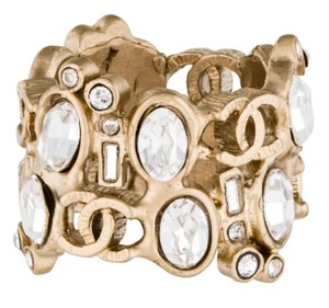 Chanel Gold-tone Chanel crystal pearl interlocking CC cocktail ring 6.75