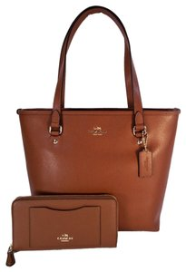 Coach Crossgrain Leather Top Zip Wallet Checkbook Tote in Brown