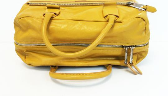 Marc Jacobs Dust Two Way Zip Leather Satchel in Yellow Image 4