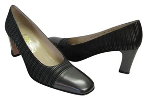 Salvatore Ferragamo Size 8.00 Aaaa Width Leather And Fabric Very Good Condition Black Pumps