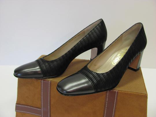 Salvatore Ferragamo Size 8.00 Aaaa Width Leather And Fabric Very Good Condition Black Pumps Image 1