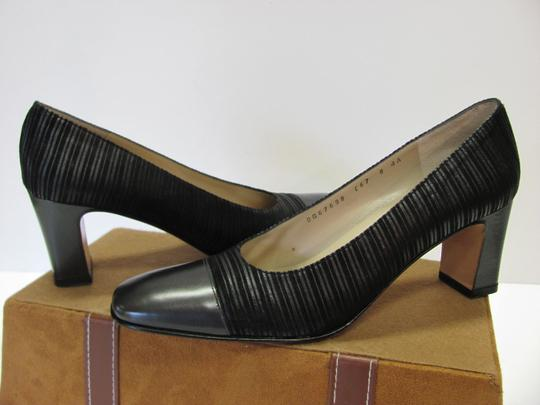Salvatore Ferragamo Size 8.00 Aaaa Width Leather And Fabric Very Good Condition Black Pumps Image 2