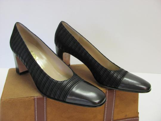 Salvatore Ferragamo Size 8.00 Aaaa Width Leather And Fabric Very Good Condition Black Pumps Image 3