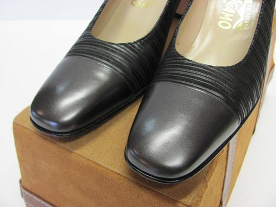 Salvatore Ferragamo Size 8.00 Aaaa Width Leather And Fabric Very Good Condition Black Pumps Image 4