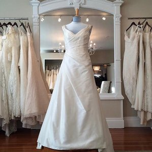 Augusta Jones Ivory Silk Tia Formal Wedding Dress Size 8 (M)