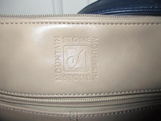 Stone Mountain Accessories Leather Shoulder Cross Body Bag Image 9