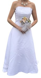 Forever Yours White Satin and Polyester Formal Wedding Dress Size 6 (S)