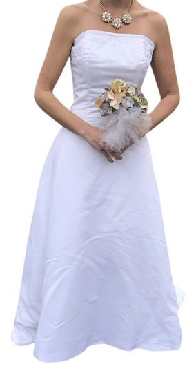 Preload https://img-static.tradesy.com/item/20507232/forever-yours-white-satin-and-polyester-formal-wedding-dress-size-6-s-0-6-540-540.jpg