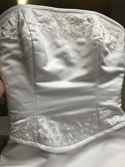 Forever Yours White Satin and Polyester Formal Wedding Dress Size 6 (S) Image 2