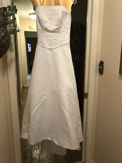 Forever Yours White Satin and Polyester Formal Wedding Dress Size 6 (S) Image 3