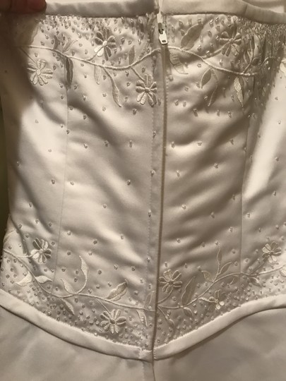 Forever Yours White Satin and Polyester Formal Wedding Dress Size 6 (S) Image 8