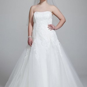 David's Bridal David's Bridal Strapless Tulle Wedding Gown With Beaded Appliques Wedding Dress