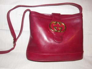 Gucci Bucket High-end Bohemian Britt Blondie Style Excellent Vintage Bold Gold Gg Accent Satchel in reddish burgundy