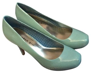 Madden Girl Mint Pumps