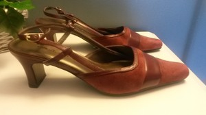 Bellini Suede Burgundy Pumps