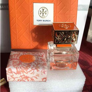Tory Burch 1. oz Perfum plus Soap