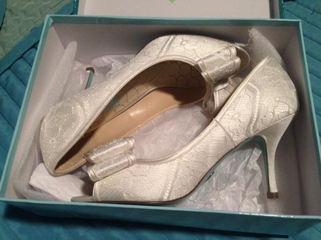Item - Ivory David's Bridal Blue By Lace Peep Toe Pumps Size US 9 Regular (M, B)