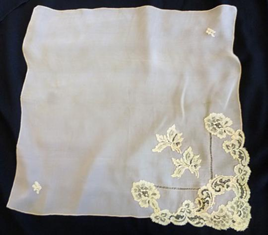 Other VTG SILKY PEACHY CORAL SHEER SILK -DRAWN NEEDLE AND LACE APPLIQUE 1940 Image 1