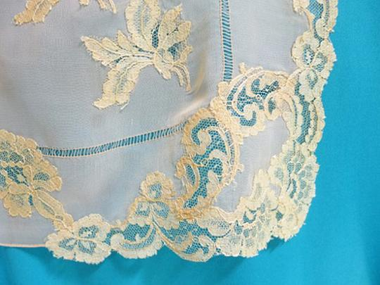 Other VTG SILKY PEACHY CORAL SHEER SILK -DRAWN NEEDLE AND LACE APPLIQUE 1940 Image 3