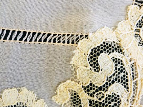 Other VTG SILKY PEACHY CORAL SHEER SILK -DRAWN NEEDLE AND LACE APPLIQUE 1940 Image 5