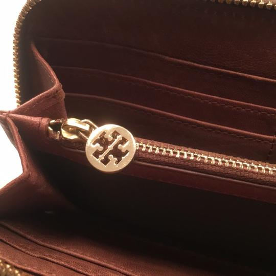 Tory Burch Robinson Leather Image 4